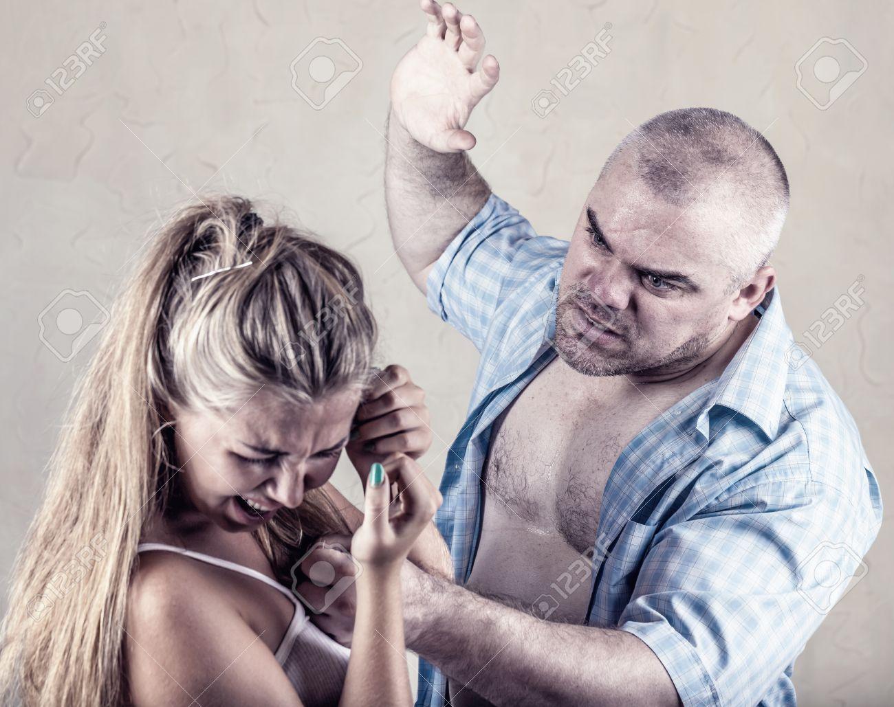 Как женщина издеваетсянад мужем