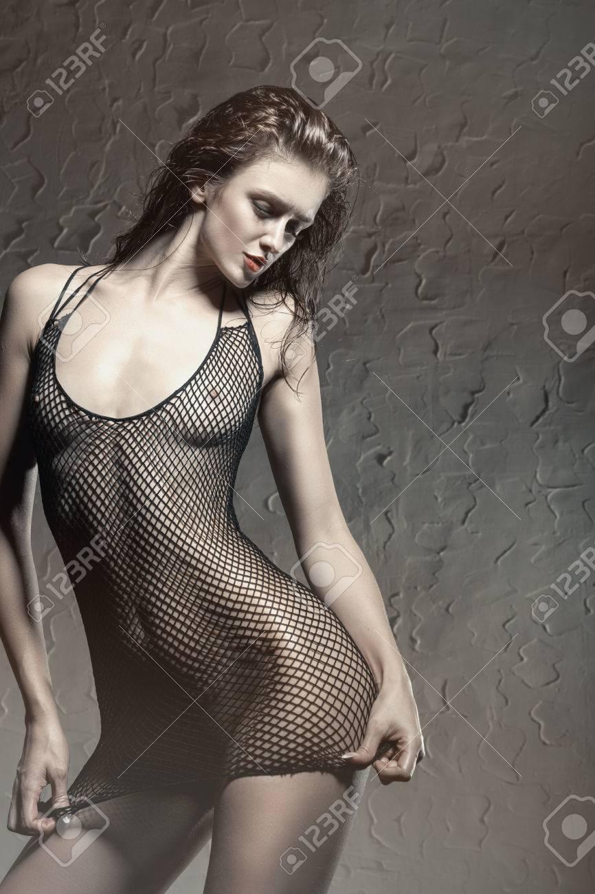 8b508a0c3783 Foto de archivo - Hermosa mujer joven en ropa interior transparente erótica  en una pose sexy