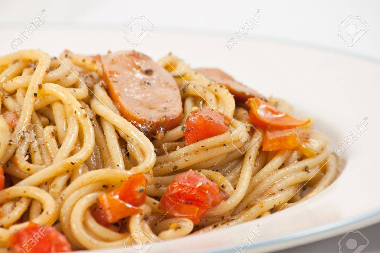 Black pepper spaghetti with sausage in plate Stock Photo - 8583226