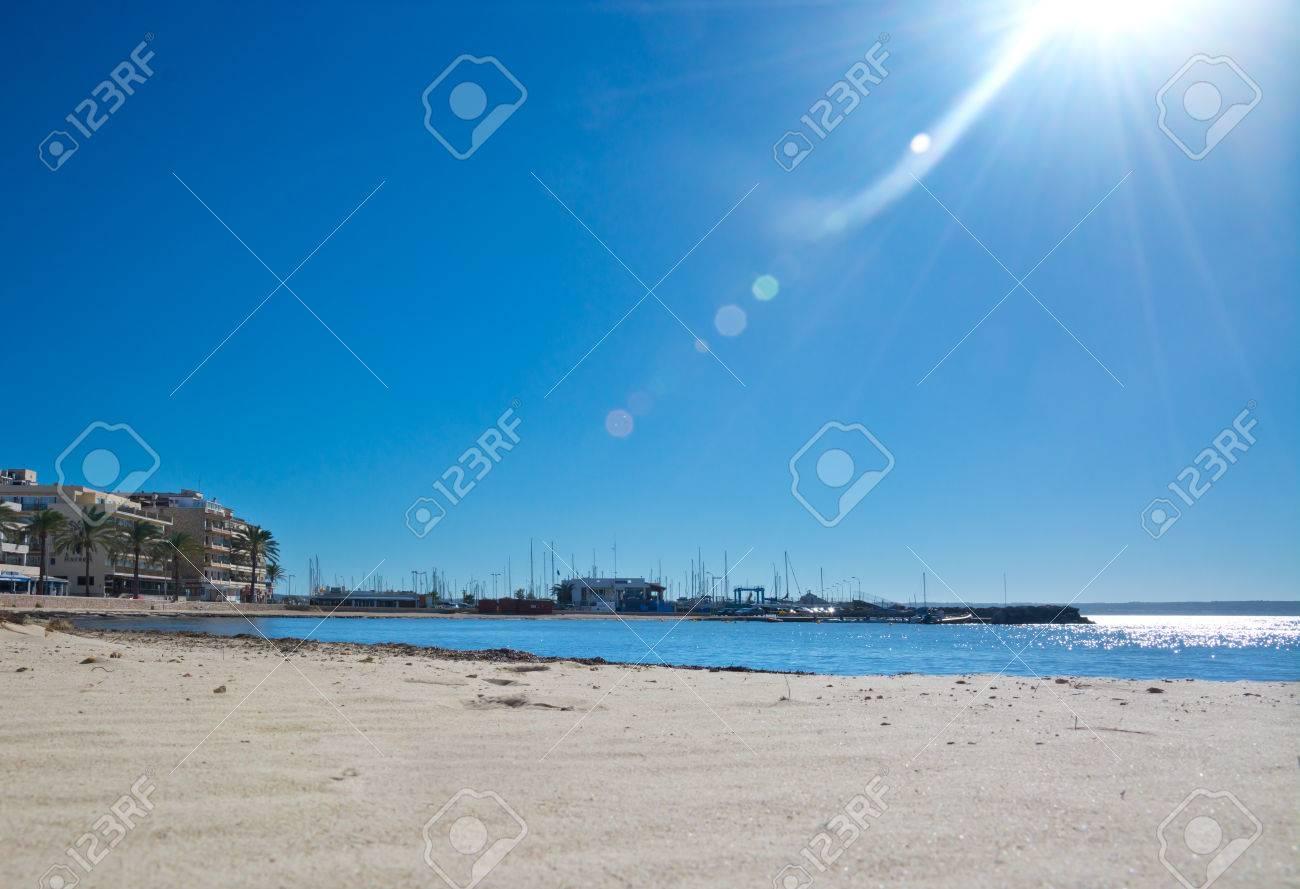 Paesaggio Spiaggia Con Il Sole Cocente Brillamenti Solari E Lattività Fotoniche