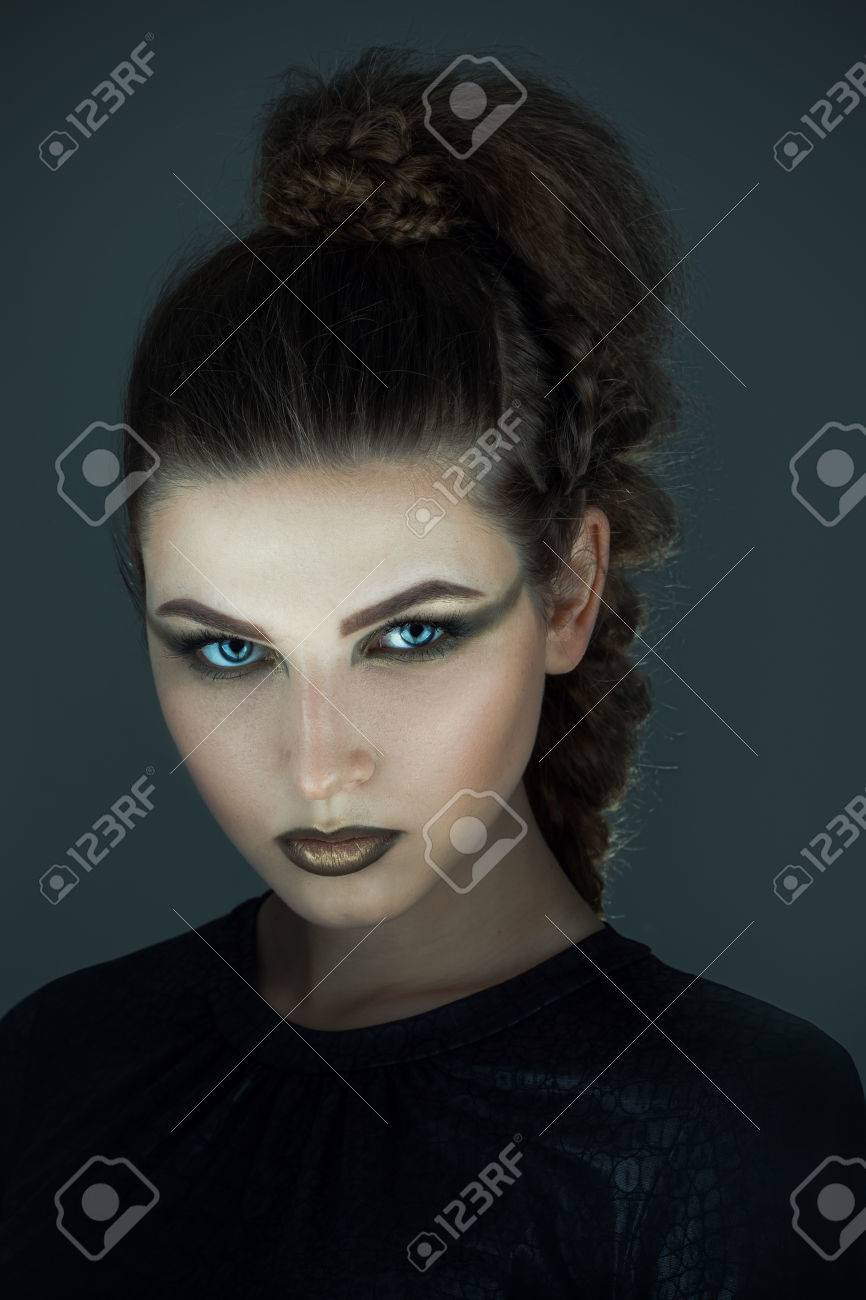 Gorgon Medusa Dans Donjon Jeune Femme Avec Coiffure Fantaisie
