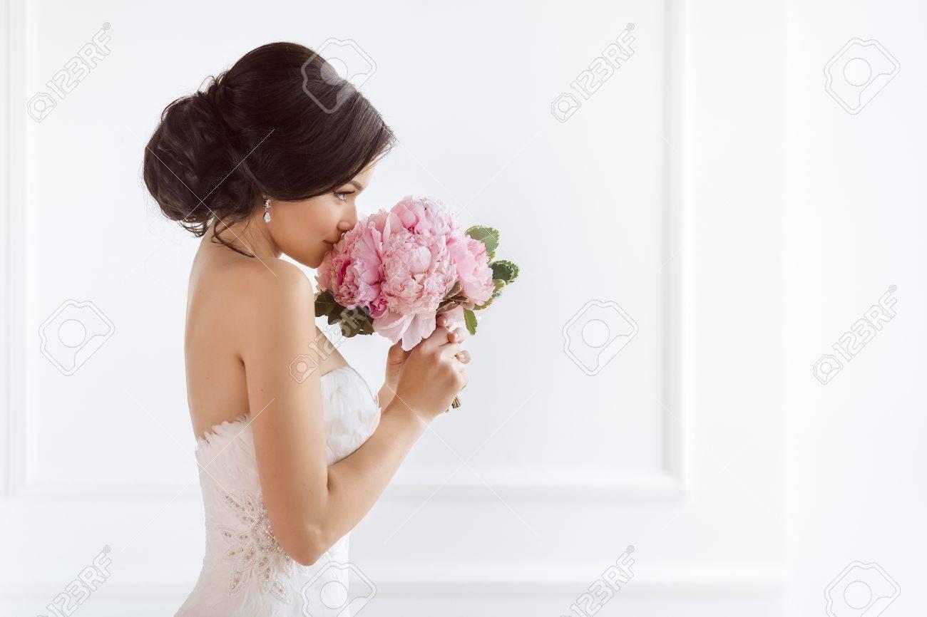 6cb0f12fa71ae9 Beautiful Bride Perfect Style. Wedding Hairstyle Make-up Luxury ...
