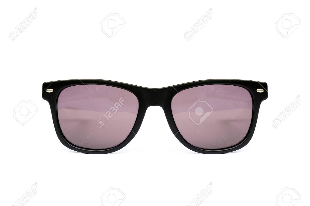 b091d4d8d5 Banque d'images - Lunettes de soleil forme wayfarer isolé sur fond blanc,  des lunettes de soleil modernes, Rose, Rouge
