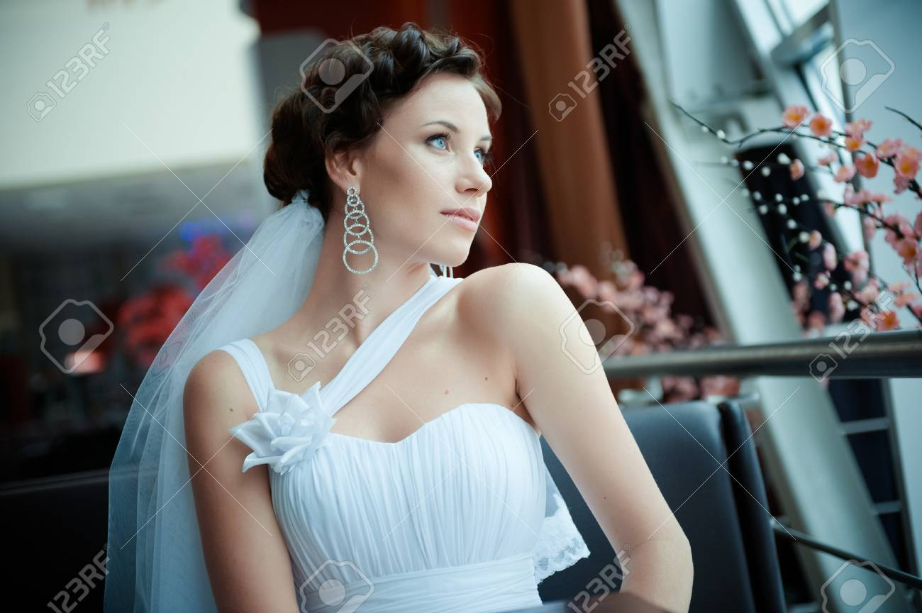 Portrait of the young beautiful bride Stock Photo - 11267813