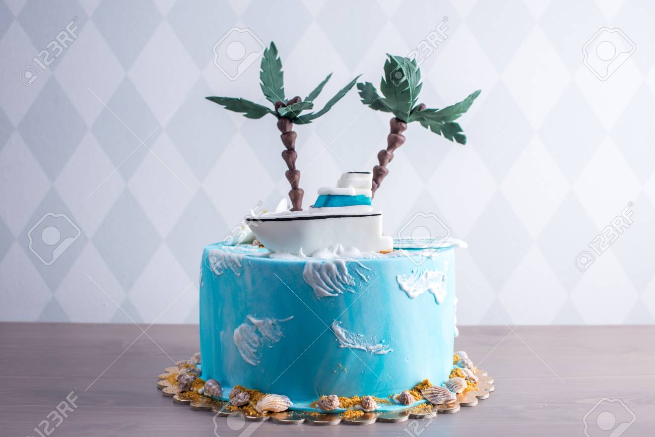 Incredible A Beautiful Birthday Cake Decorated In An Island With A Palm Birthday Cards Printable Trancafe Filternl