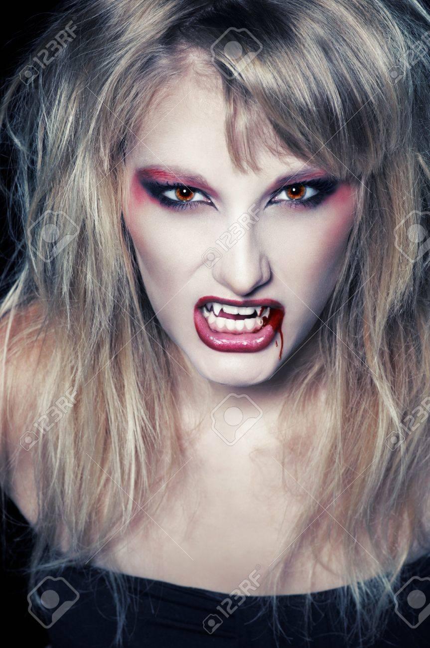 Perruque femme vampire  blonde