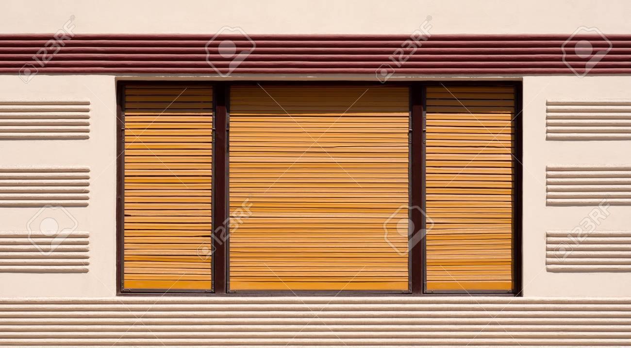 Fenêtre Fermée Avec Volets En Bois Bruns Fond Banque Dimages Et