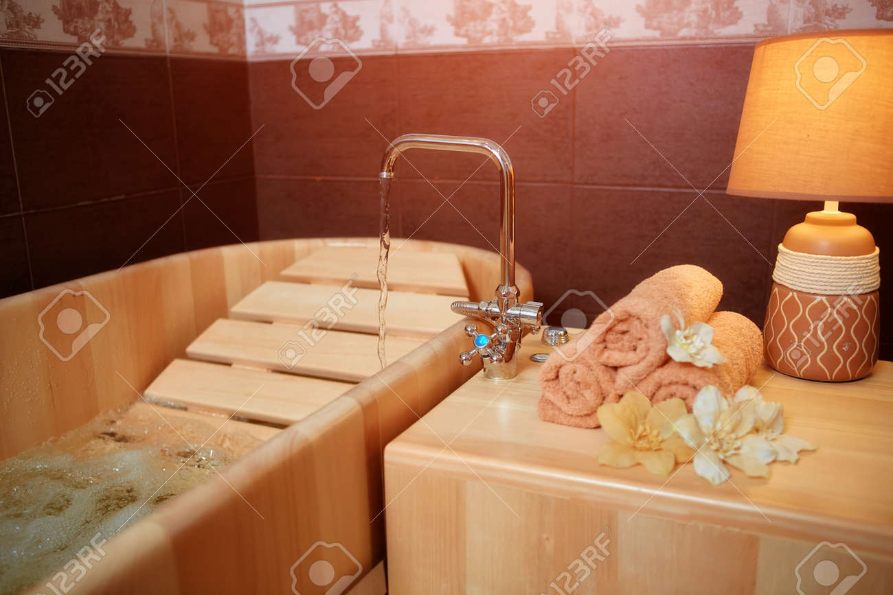 Relaxing wooden bath for Spa treatments and Wellness - 158618868