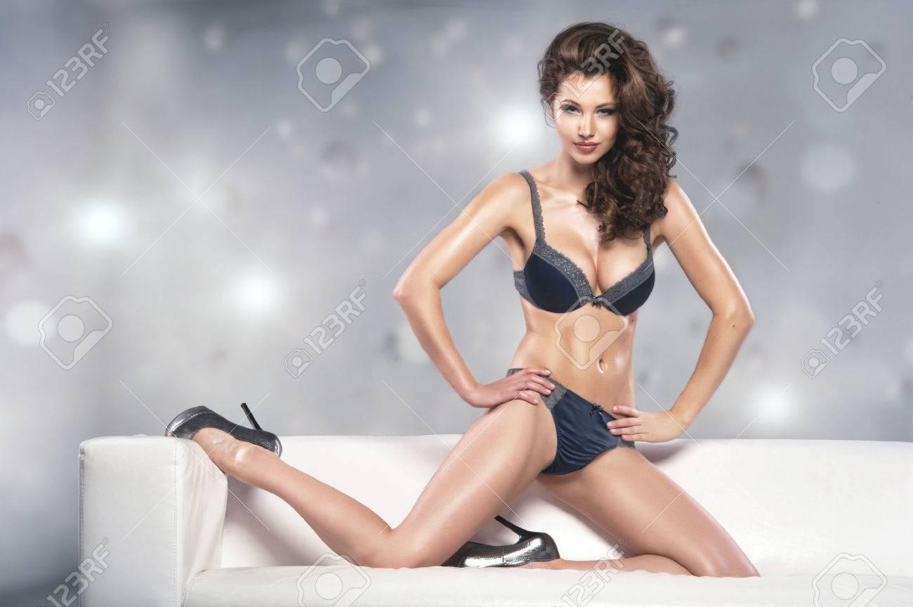 Schöne Verführerische Junge Frau In Sexy Dessous Lizenzfreie Fotos