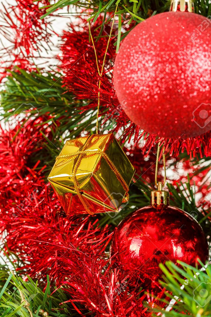 Warum rote kugeln am weihnachtsbaum