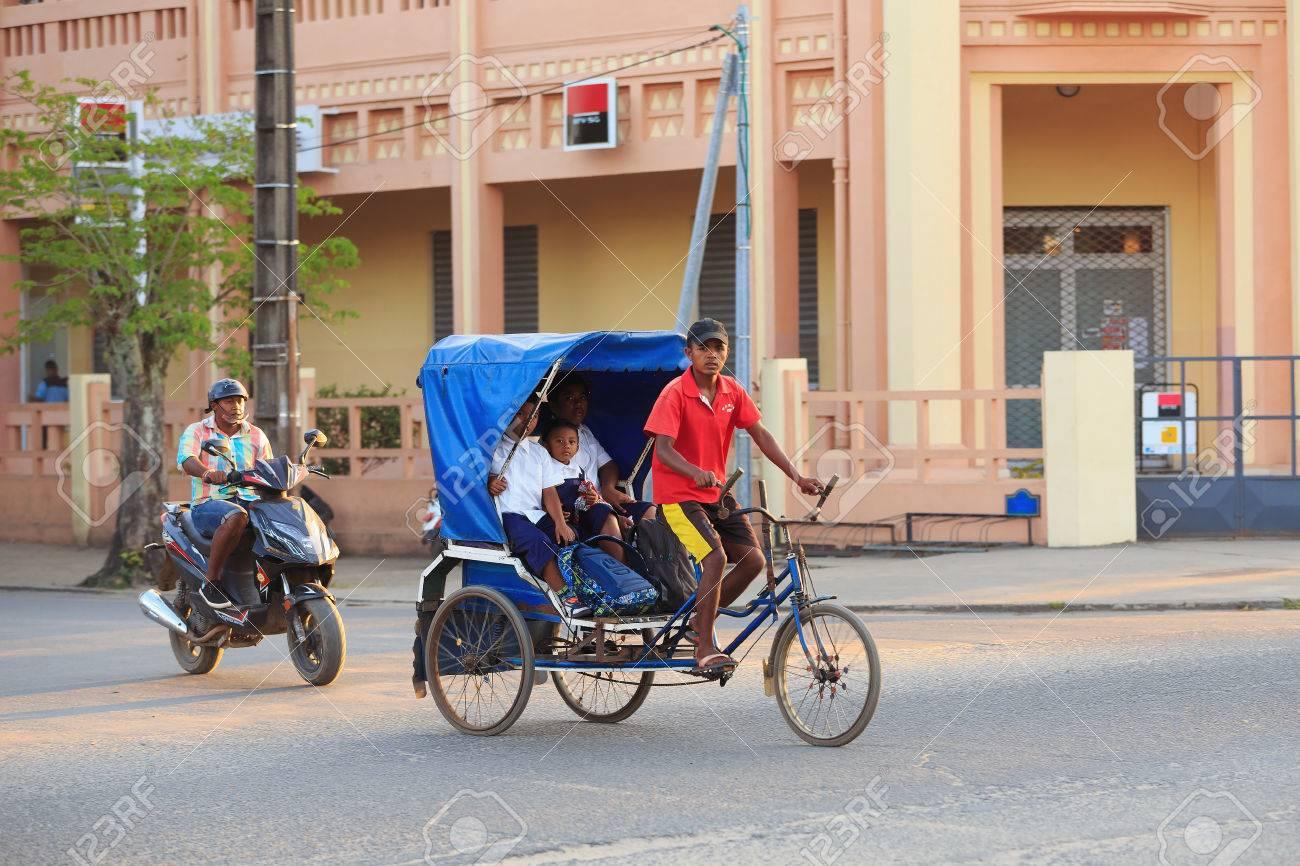 Toamasina Madagascar 17 Ottobre 2016 Bicicletta Risciò Tradizionale Con I Popoli Del Madagascar In Madagascar Seconda Città Più Grande