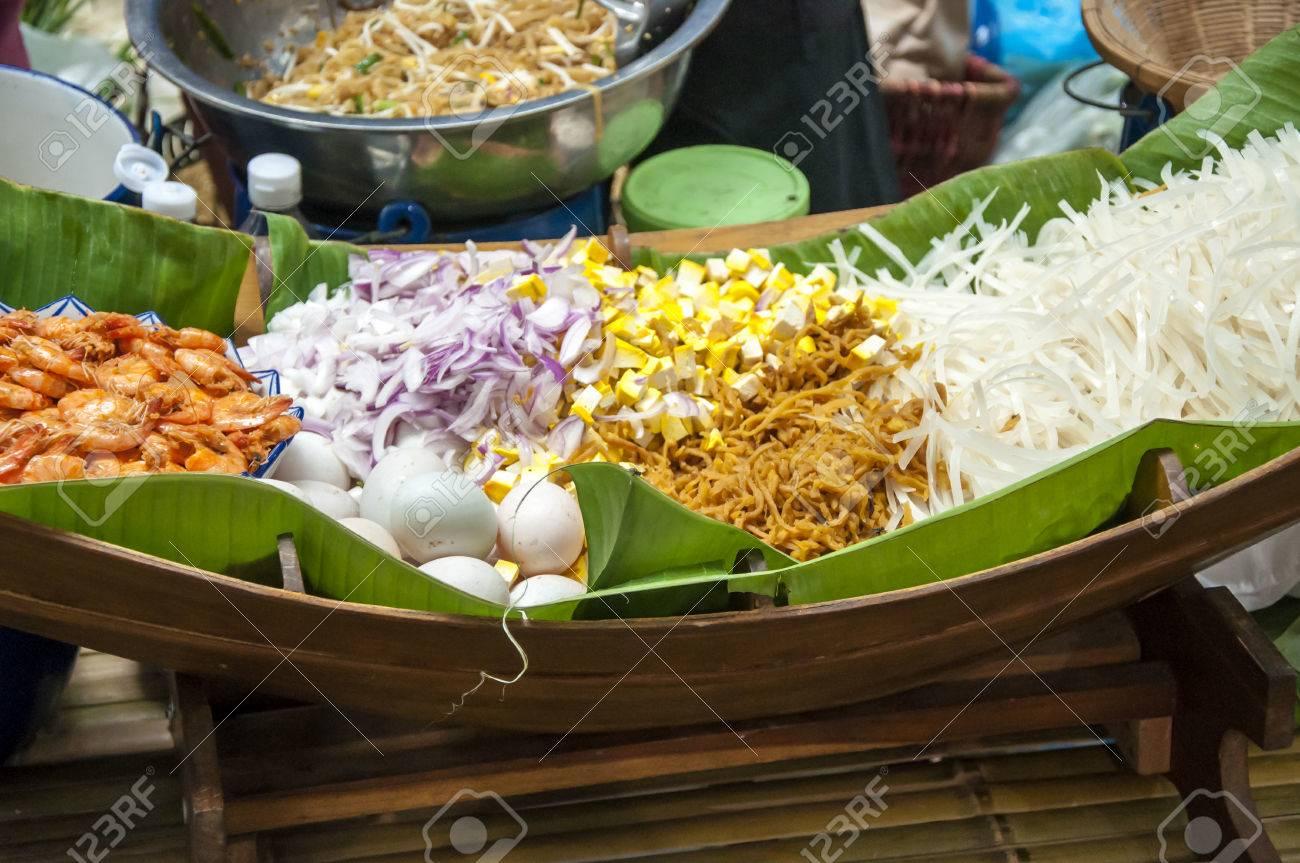 Receta Pad Thai  (Palitos de arroz frito, tallarines de arroz pequeños  estilo tailandés frito, tallarines fritos tailandeses)