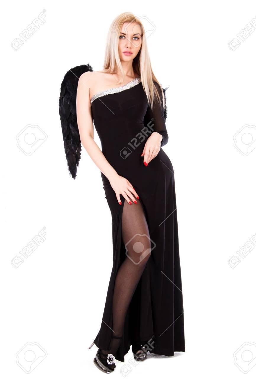 9c122996d Foto de archivo - Joven y bella mujer en un vestido negro con alas de ángel  negro aislado sobre fondo blanco