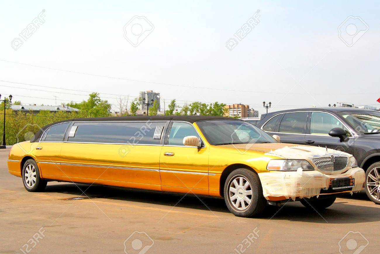 Moscow Russia May 5 2012 Golden Limousine Lincoln Town Car