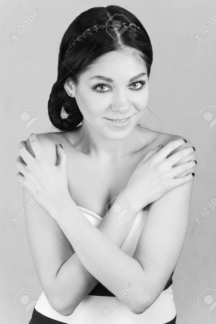Favoloso Ritratto In Bianco E Nero Di Una Giovane Donna Foto Royalty Free  PT75
