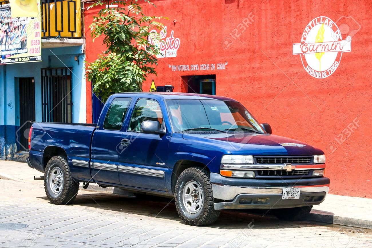Oaxaca Mexiko 25 Mai 2017 Pick Up Chevrolet Cheyenne In Der Stadtstraße Lizenzfreie Fotos Bilder Und Stock Fotografie Image 81751230