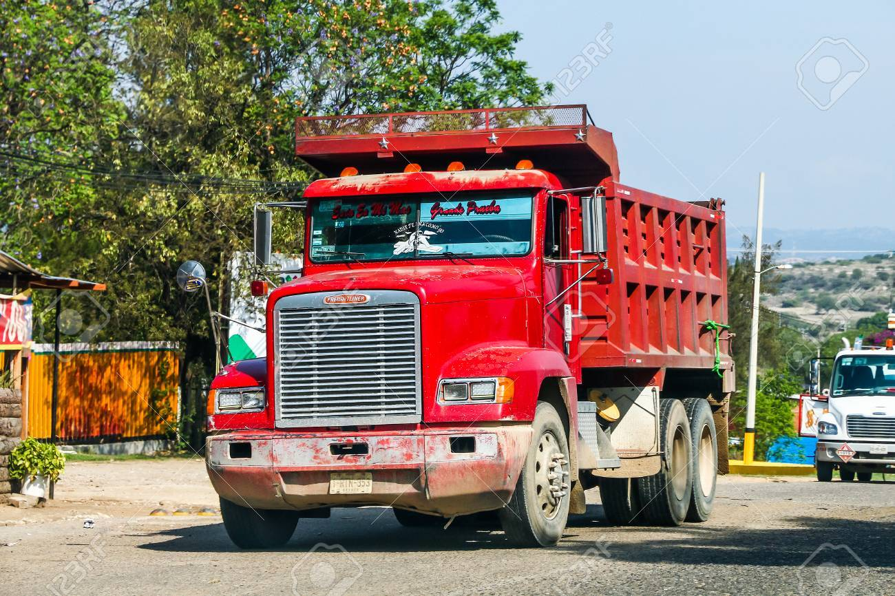 GUERRERO, MEXICO - MAY 27, 2017: Red dump truck Freightliner FLD at the interurban road. - 86778660