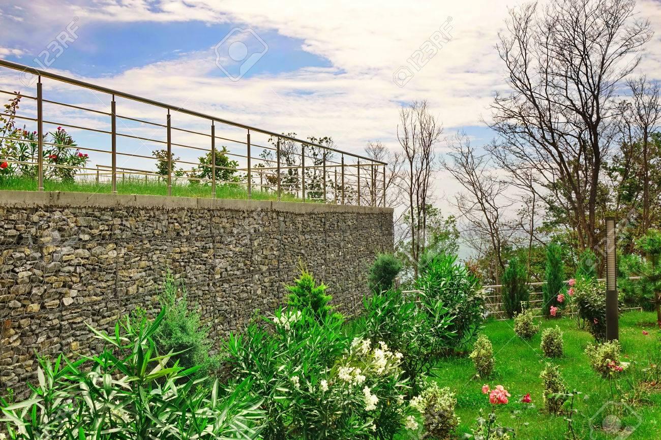 Zwei Ebene Garten Terrasse Auf Dem Hugel Mit Edelstahl Gelander Und