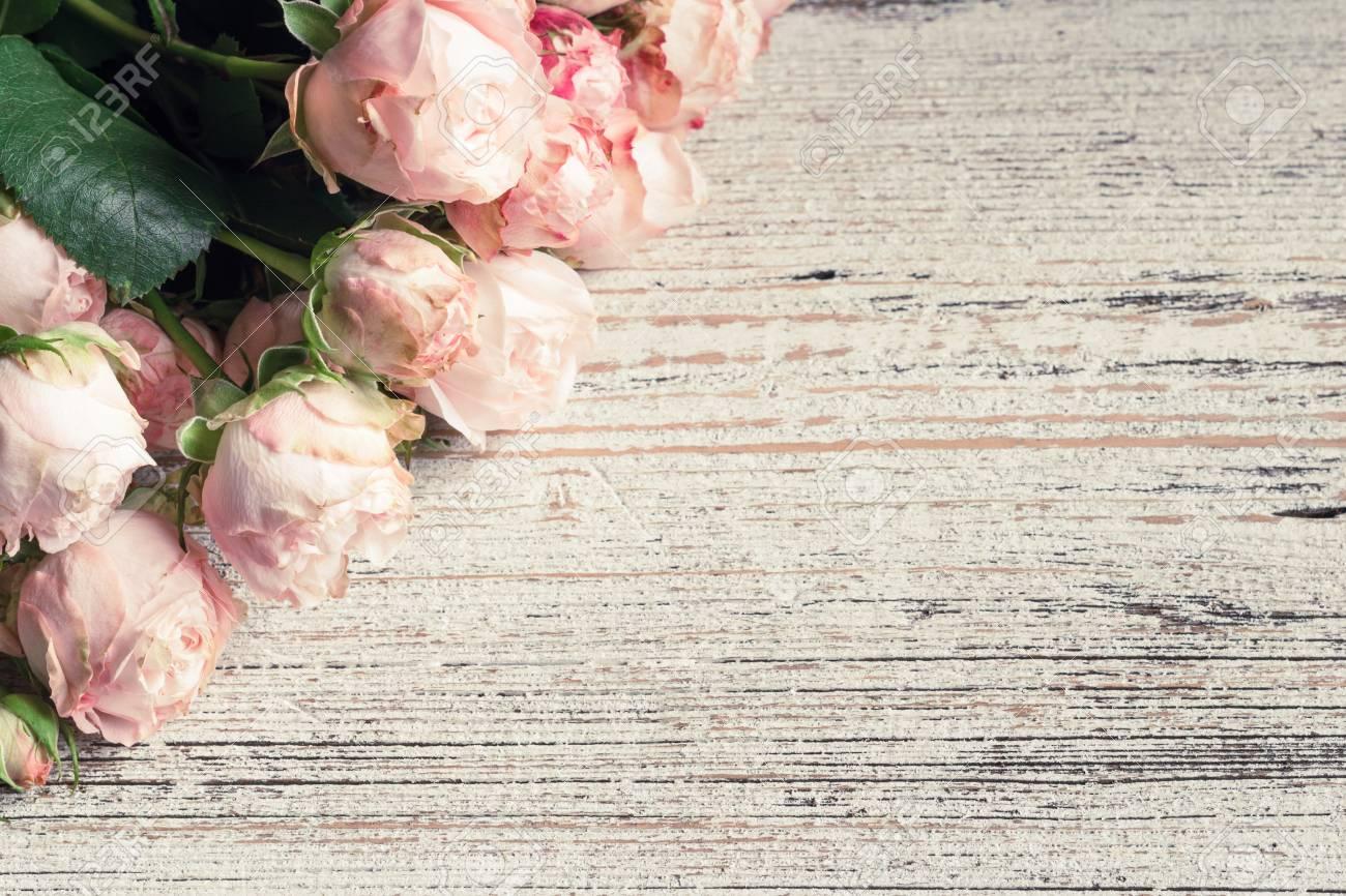 Roze Huwelijksrozen Op Uitstekende Houten Achtergrond Ruimte Kopieren Floral Kaart Bruiloft Kaart Uitnodiging Of Geschenk Concept
