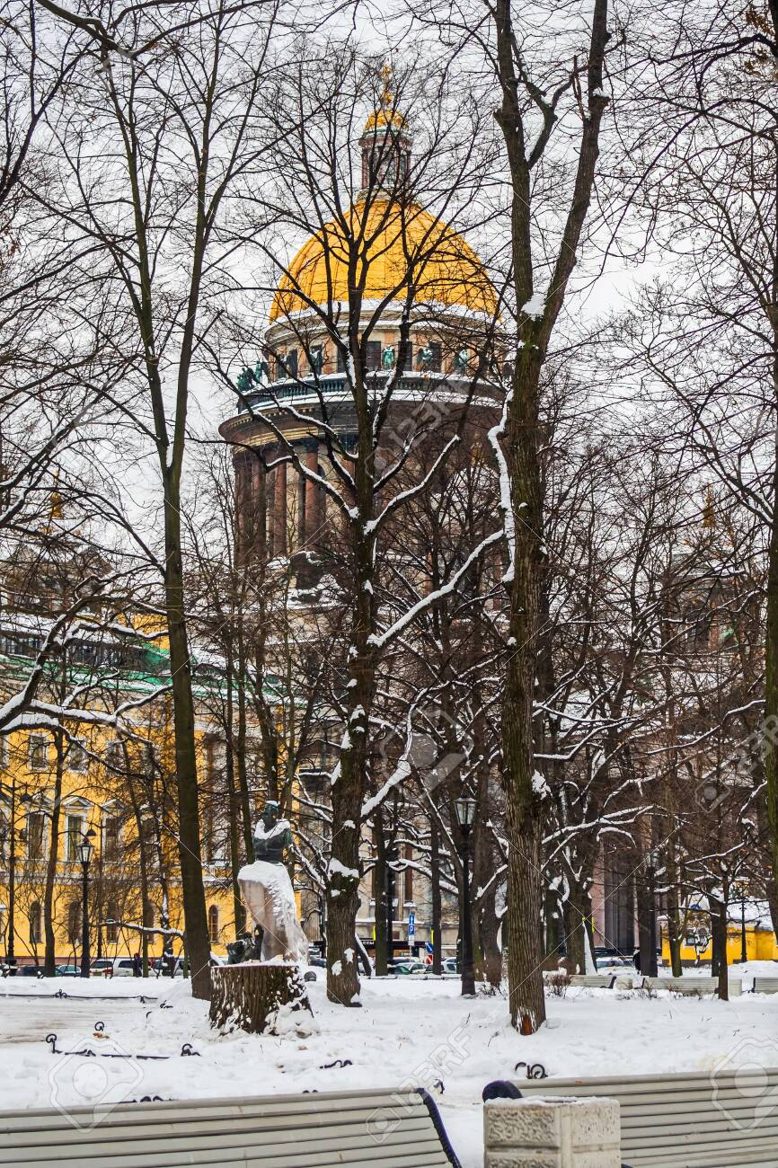 View of St. Isaac's Cathedral Saint-Petersburg. February. - 118778490