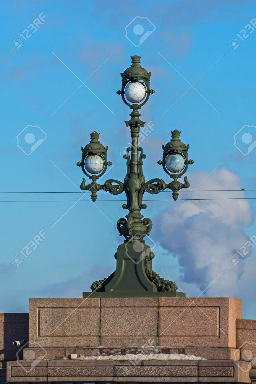 Lights on Trinity bridge. Modern in engineering construction. February in St. Petersburg. - 118778634