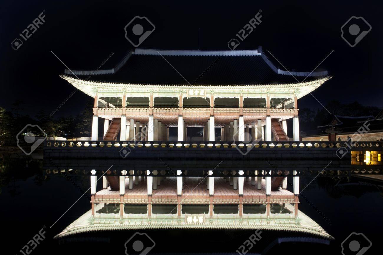 Night view of Korean old palace (Gyeongbokgung) Stock Photo - 10230892