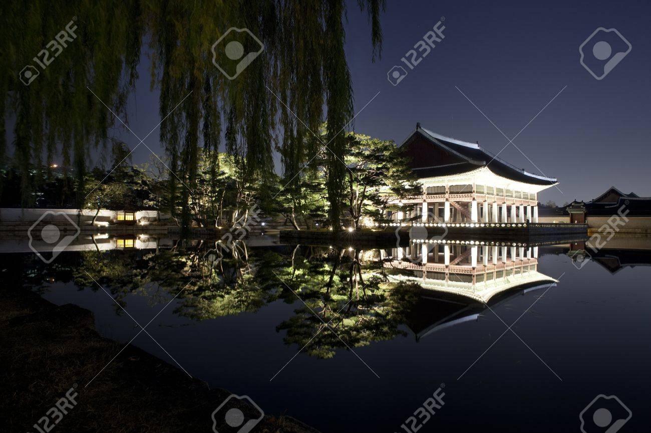 Night view of Korean old palace (Gyeongbokgung) Stock Photo - 10230895