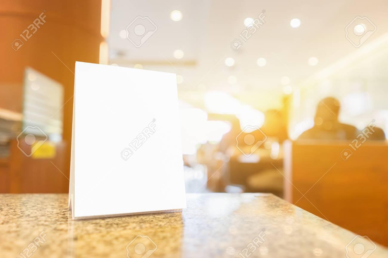 Mock Up Menü Rahmen Auf Tisch In Bar Restaurant, Stand Für ...