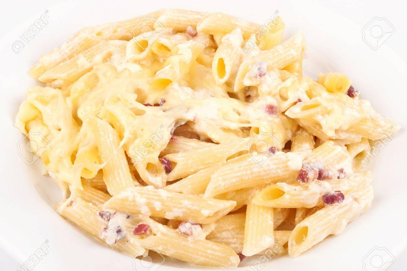 Betere Italiaanse Pasta Met Witte Saus In Plaat Geà ¯ Soleerd Op Witte QO-75