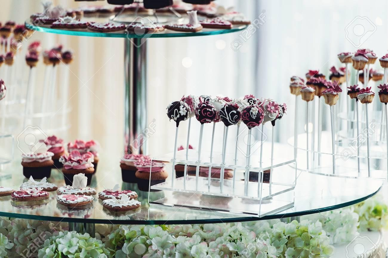 Nette Schokoriegel Mit Verschiedenen Sussigkeiten Und Kuchen