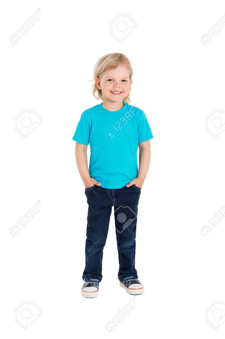 b94004f4ee7bb Banque d'images - Sourire petite fille en t-shirt bleu isolé sur un fond  blanc