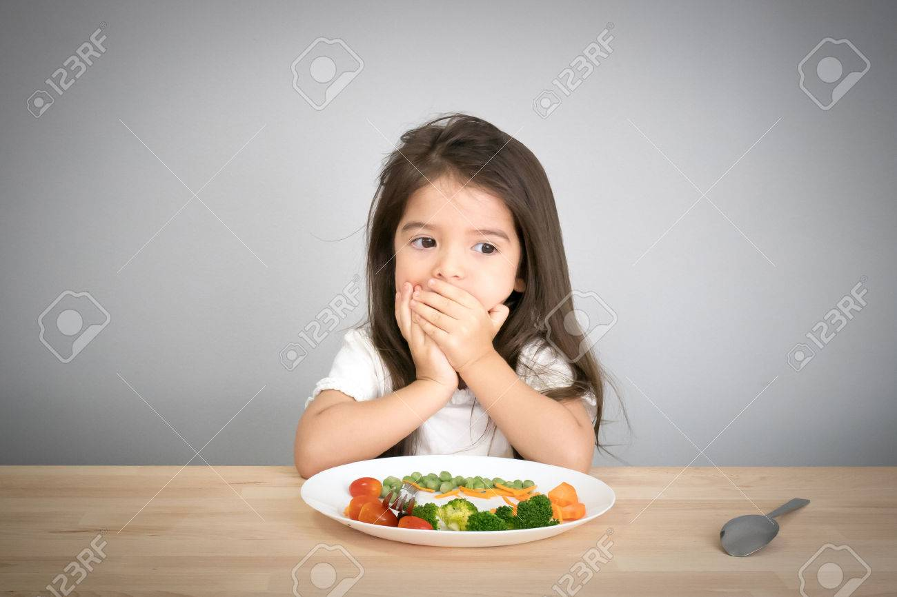 children don't want to eat vegetables - 64361665
