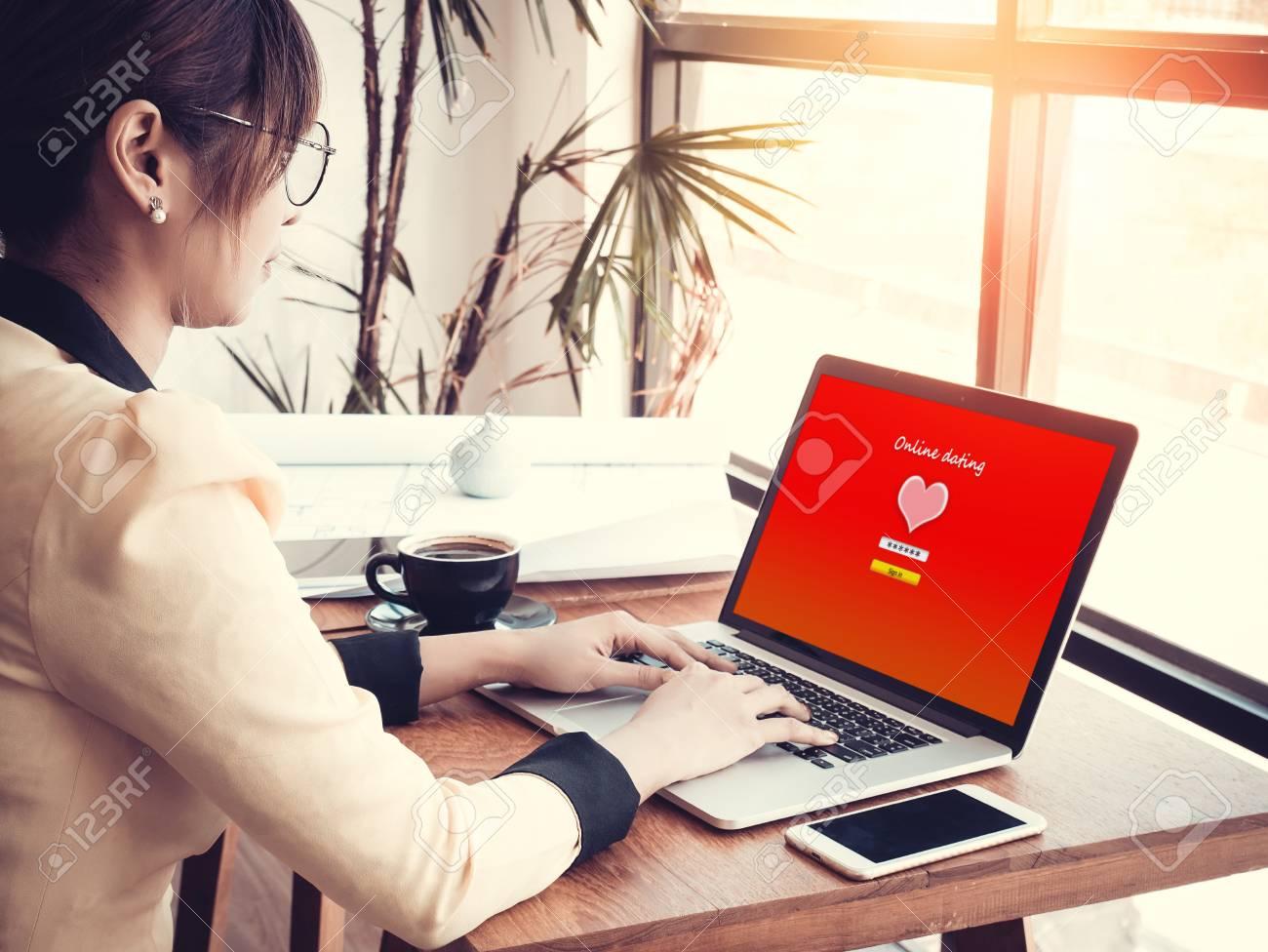 em Dating-Website
