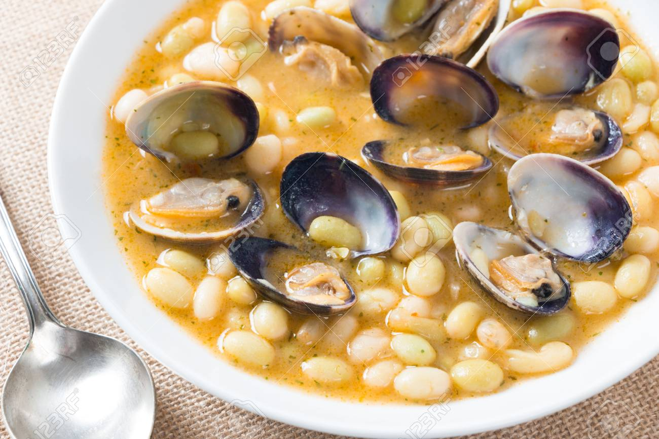 """White beans """"pochas"""" with clams is a traditional recipe in the Basque Country, Spain. - 69027343"""