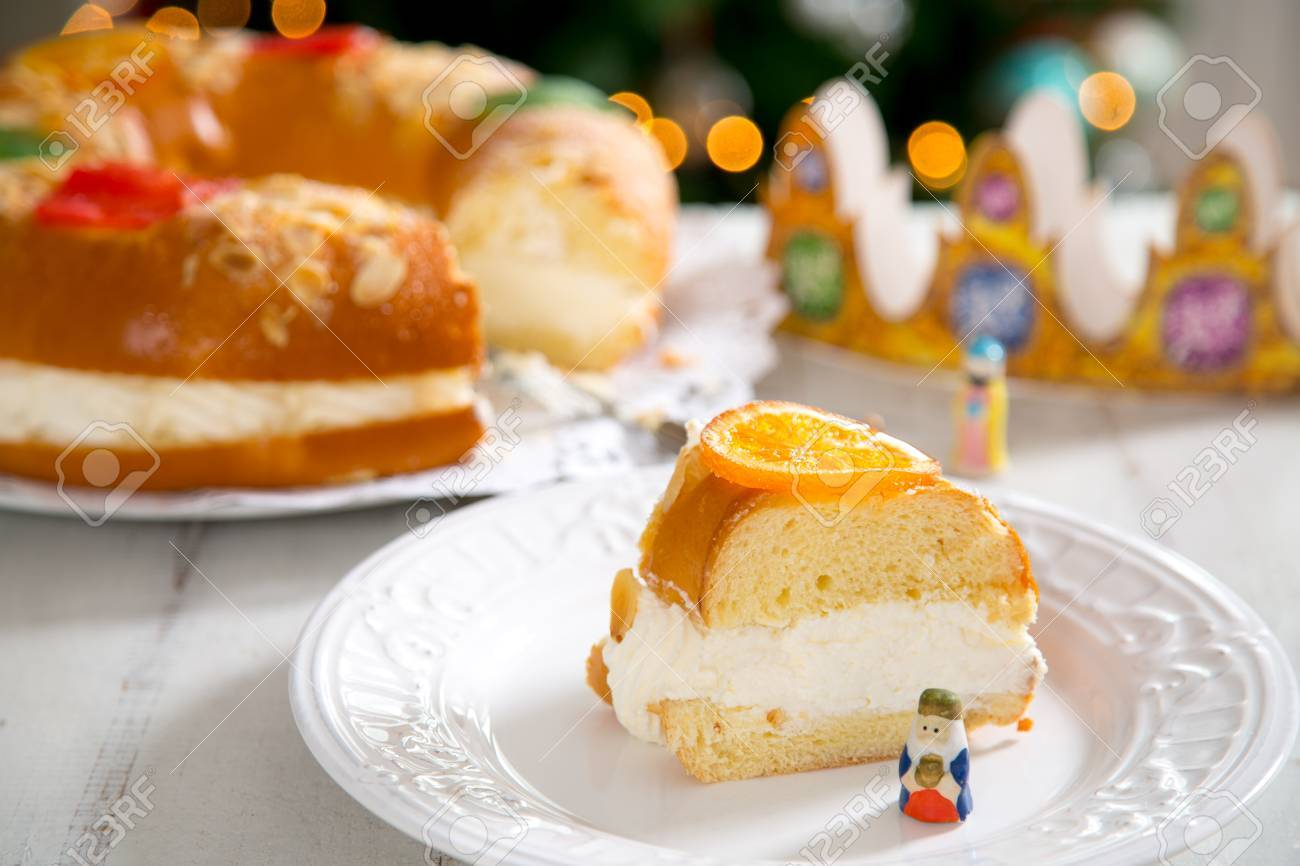 """""""Roscon de reyes"""" , Spanish typical dessert of Epiphany, with cream filling - 86276032"""