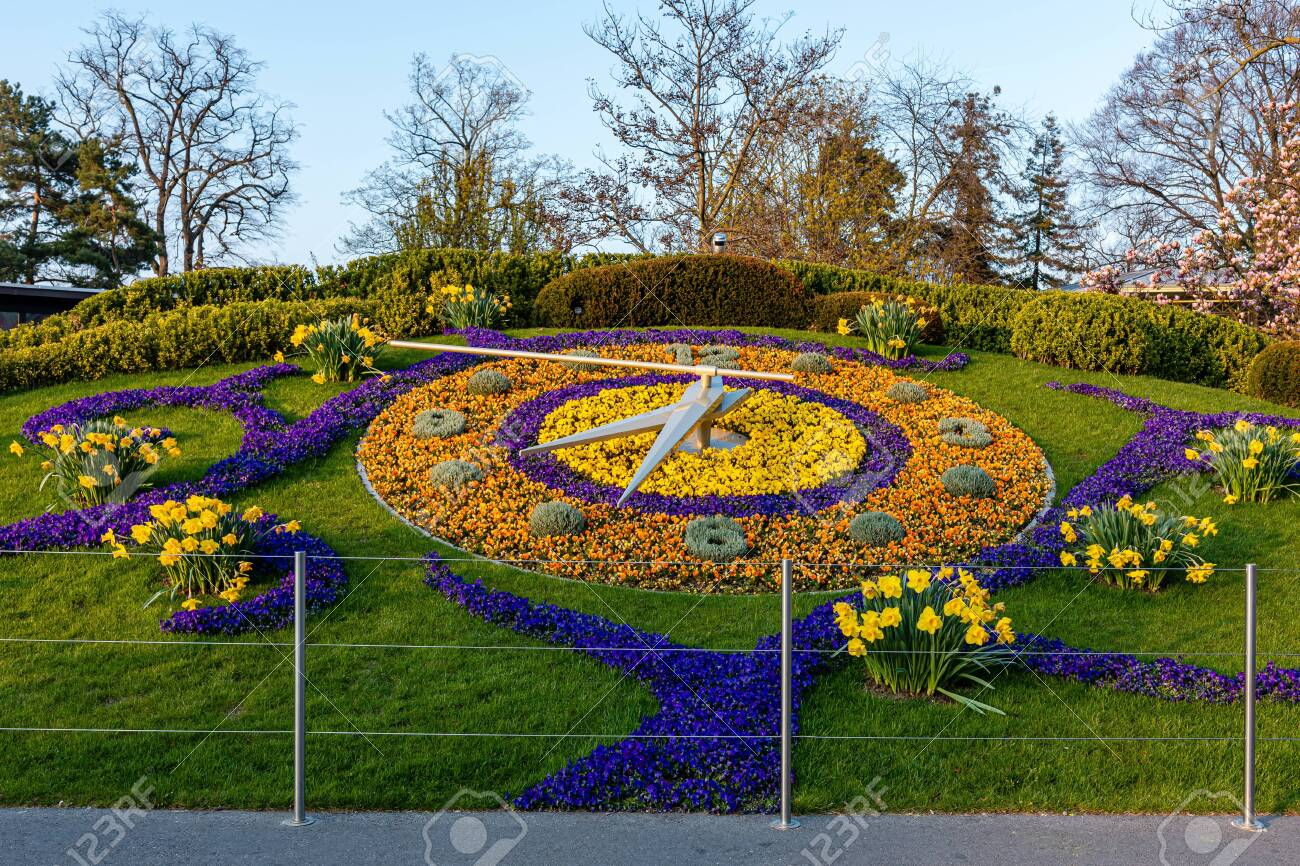 The Flower Clock In Jardin Anglais Park In Geneva Image Stock