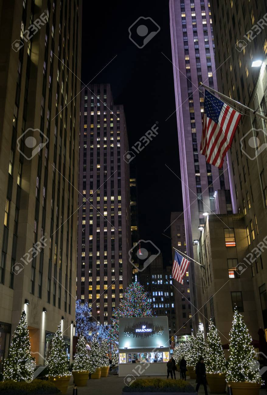 Rockefeller Center With Christmas Tree On Januar 3, 2018 In NYC ...