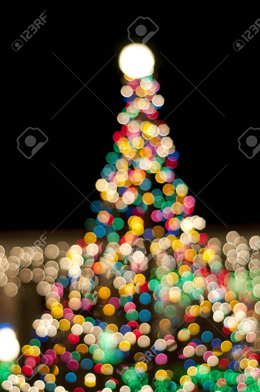 christmas tree at night - 8733185