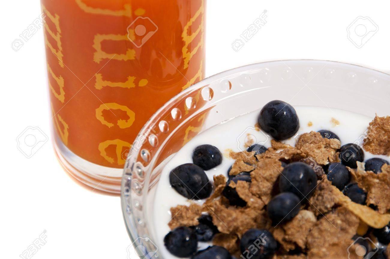 orange juice and blueberry flakes and milk - 9651377