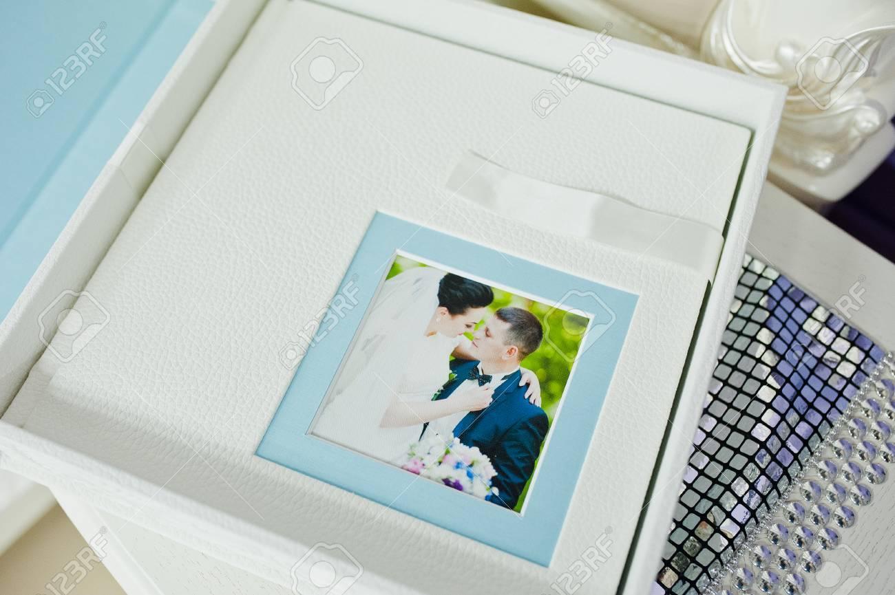 Weisses Und Blaues Paspartu Hochzeitsfotobuch Und Album Lizenzfreie