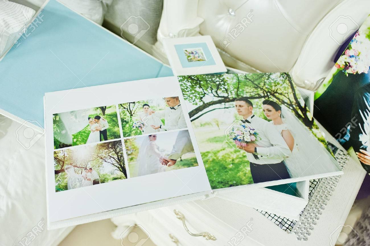 Weiss Und Blau Paspartu Hochzeitsfotobuch Und Album Lizenzfreie Fotos