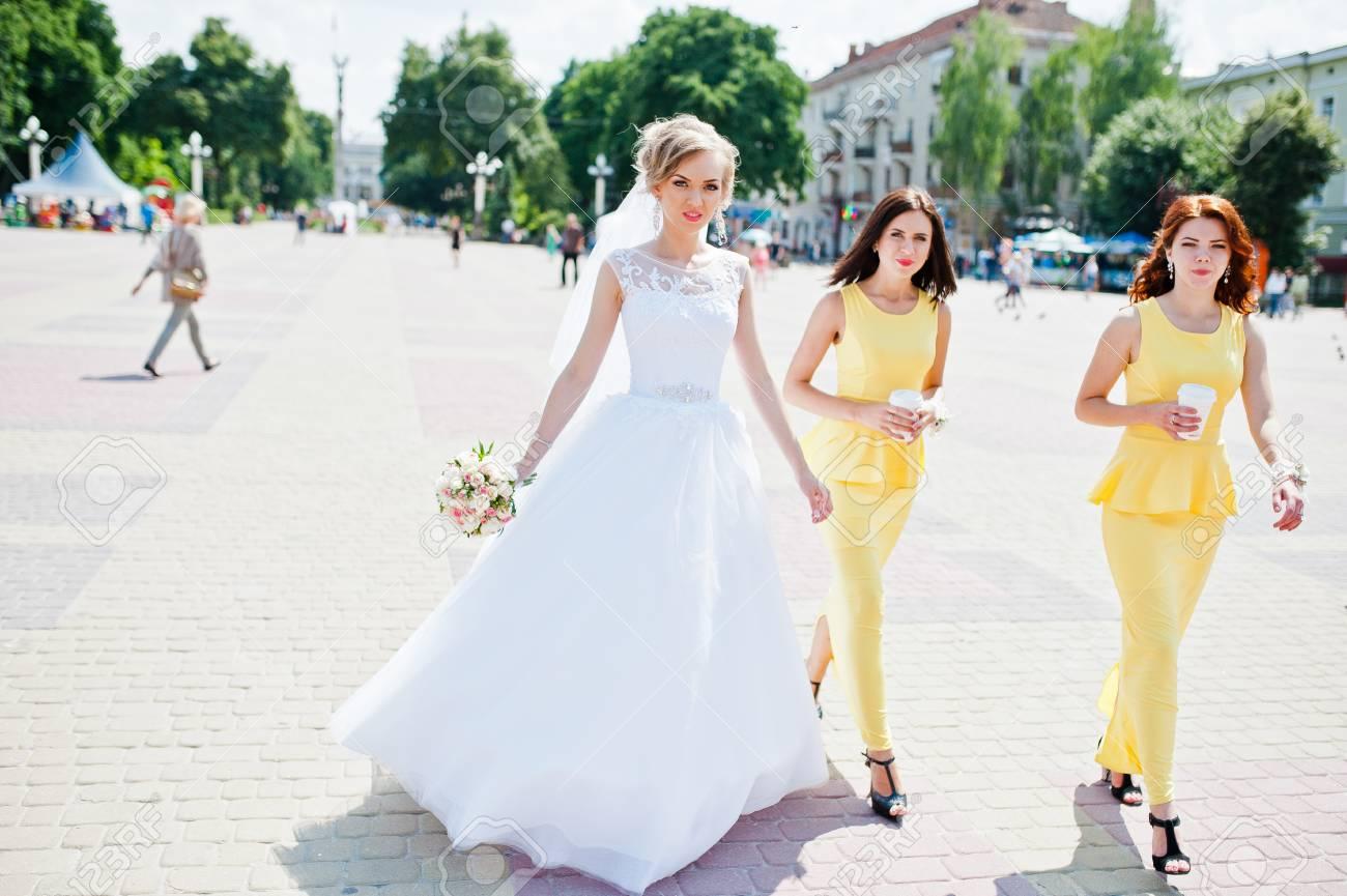 Tolle Gelbe Und Rote Kleider Brautjungfer Galerie - Brautkleider ...