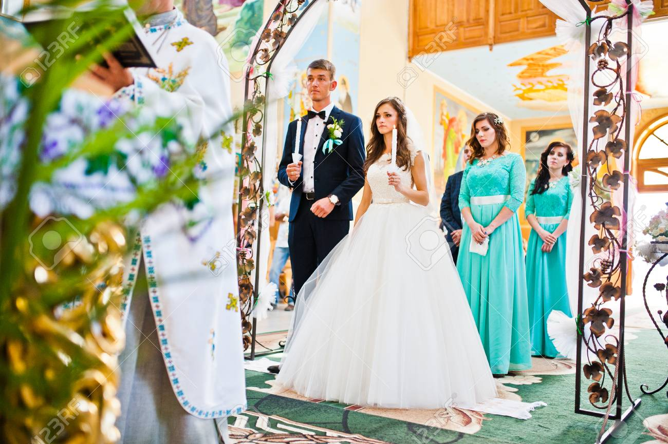 Wedding couple with bridesmaids stay at church under arch - 50764271