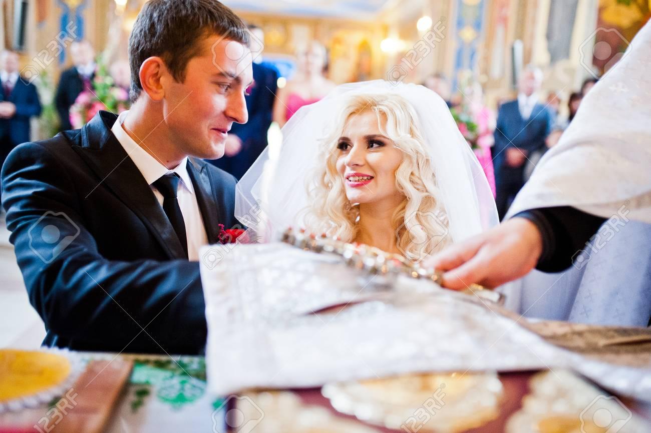 Un Matrimonio Católico : En el momento del matrimonio católico promete recién casados fotos