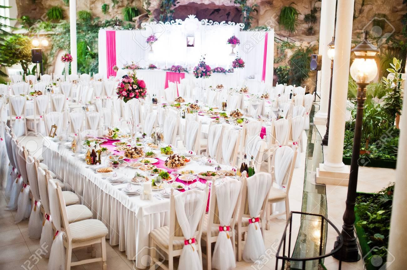 Erstaunlicher Hochzeitstisch Im Rosa Stil Mit Blumen Und