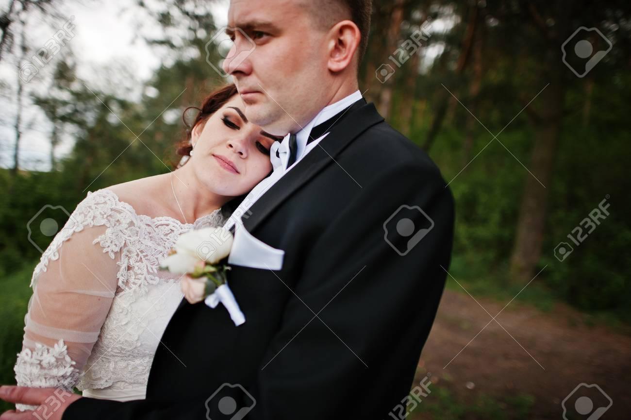 Schliessen Sie Herauf Portrat Von Hochzeitspaaren In Der Liebe