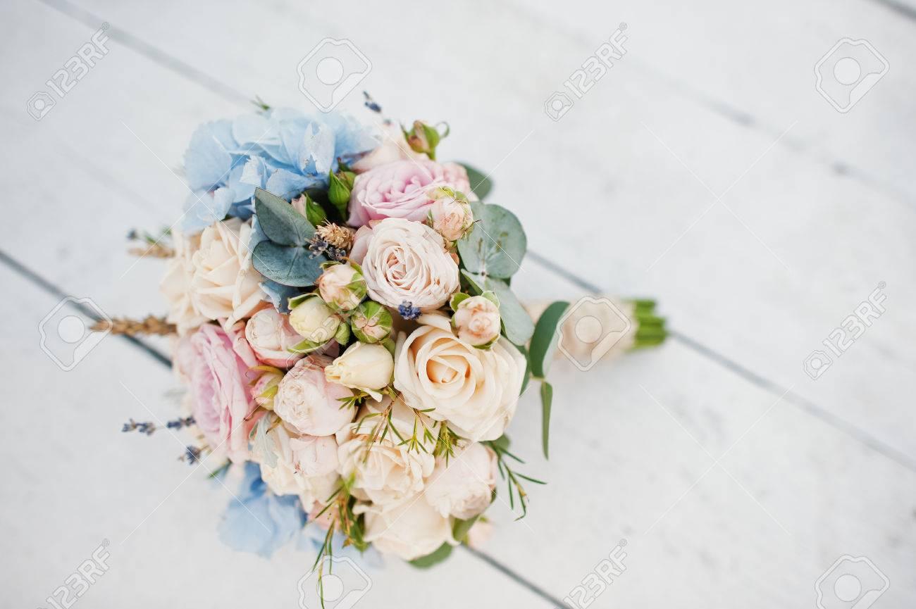 Erstaunlicher Hochzeitsstrauss Aus Rosen Hortensien Und Lavendel Auf