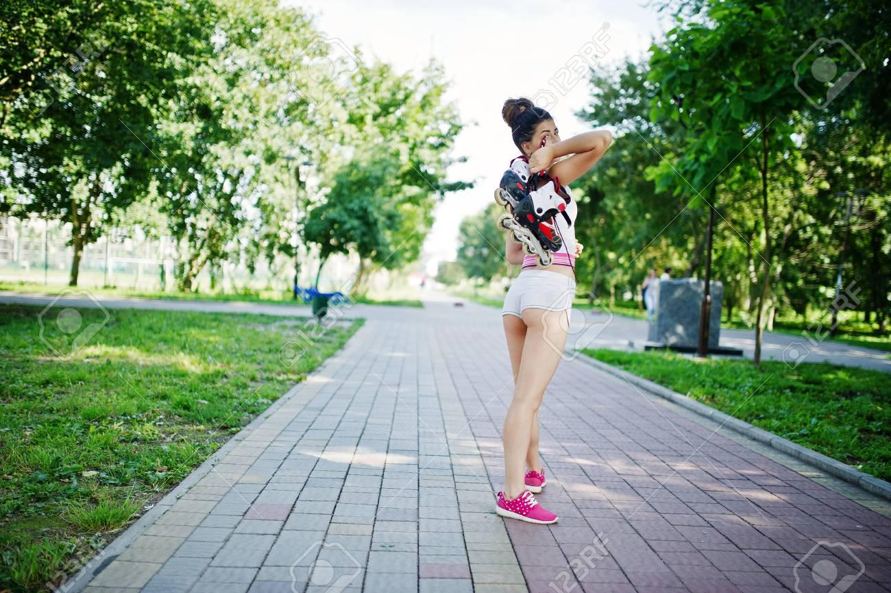 Sport fille porter sur un short blanc et