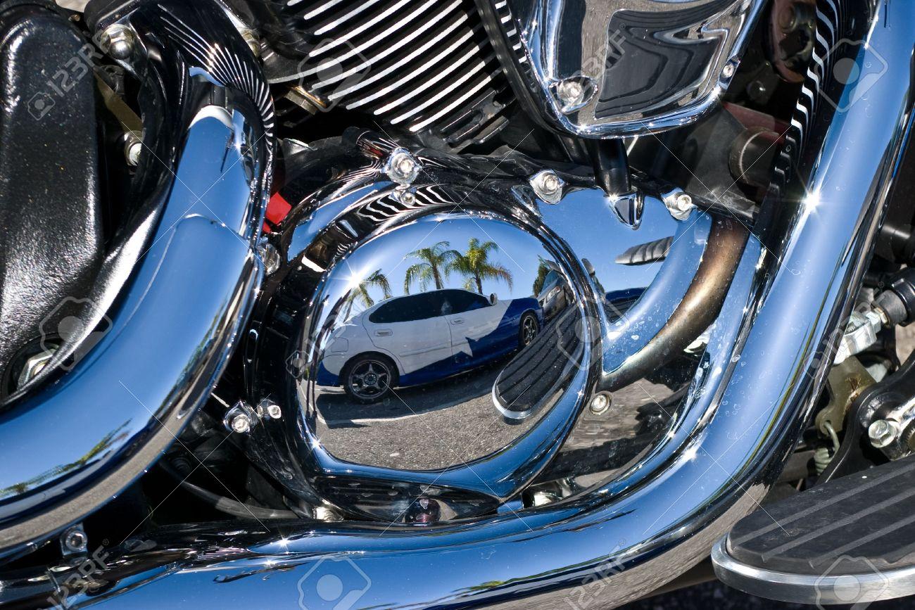 Reflexion Eigener Gemalt Auto Motorräder In Chrom Motorteile ...