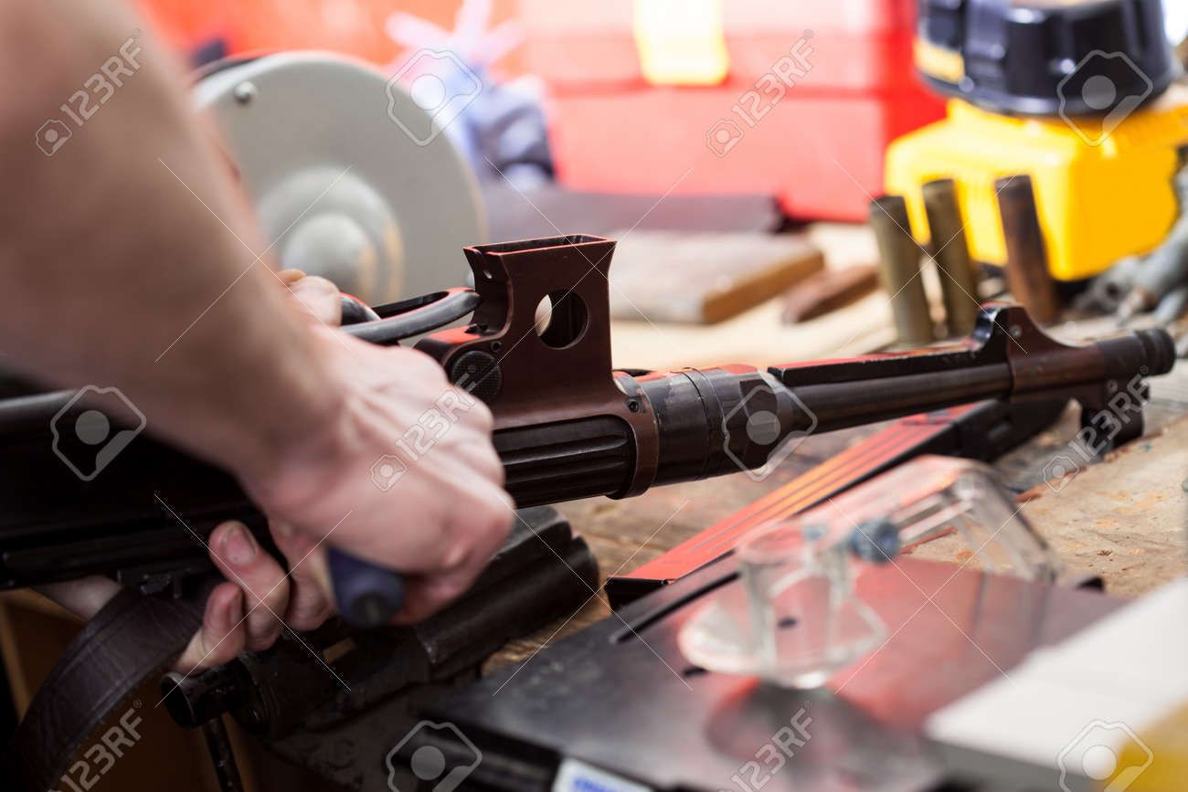 repair of the old German submachine gun MP-38  details in the